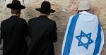 20mai2012---jovem-enrolado-em-uma-bandeira-nacional-reza-no-muro-das-lamentacoes-local-mais-sagrado-do-judaismo-junto-de-judeus-ortodoxos-em-comemoracao-ao-dia-de-jerusalem-neste-